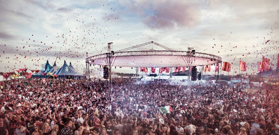 32362_1_we-are-fstvl-2018-goes-on-sale_ban